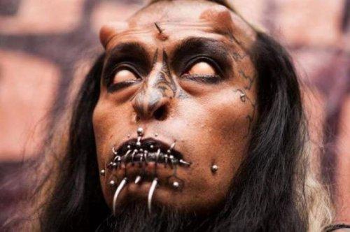 Ужасающие модификации тела (16 фото)