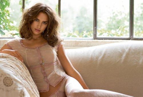 Ирина Шейк в рекламе нижнего белья от Intimissimi (35 фото)