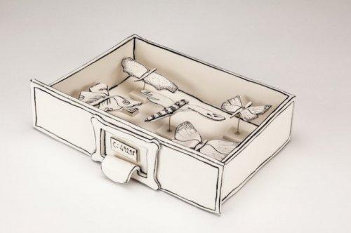 Скульптуры из керамики, похожие на картонные (11 фото)