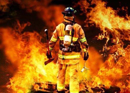 Пожарные: отважные люди, спасающие людей (24 фото)