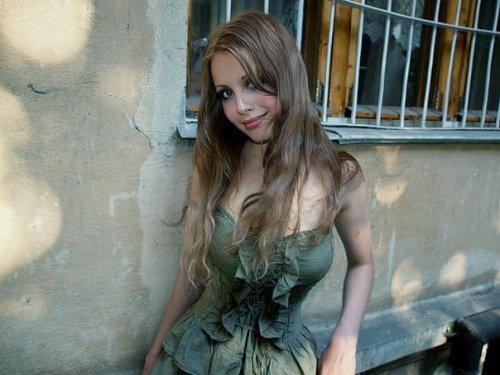 Фотозагадка дня: кто эта девушка? (6 фото)