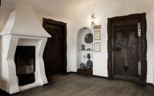 Замок Дракулы выставлен на продажу (25 фото)