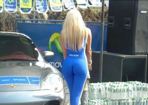 Сексуальные девушки на автомобильных мероприятиях (31 фото)