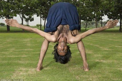 Гуттаперчевый гимнаст Виджей Шарма является самым гибким человеком в Индии (4 фото)