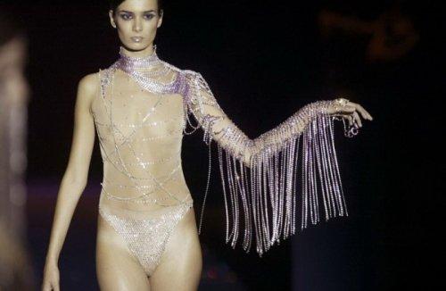 Высокая мода голых сисек (33 фото)