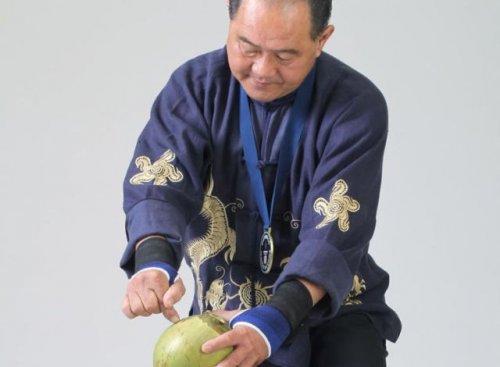 Стальной палец китайского мастера кунг-фу (6 фото + видео)