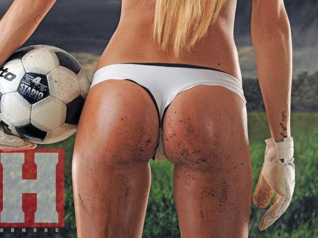 Девушке мячом в попу жопу видео футбол