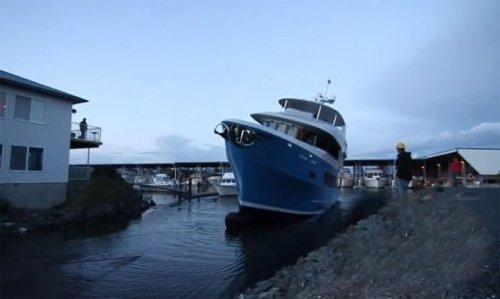 Как не надо спускать на воду яхту за 10 миллионов (12 фото + видео)