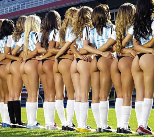 Сексуальные девушки и футбол (31 фото)