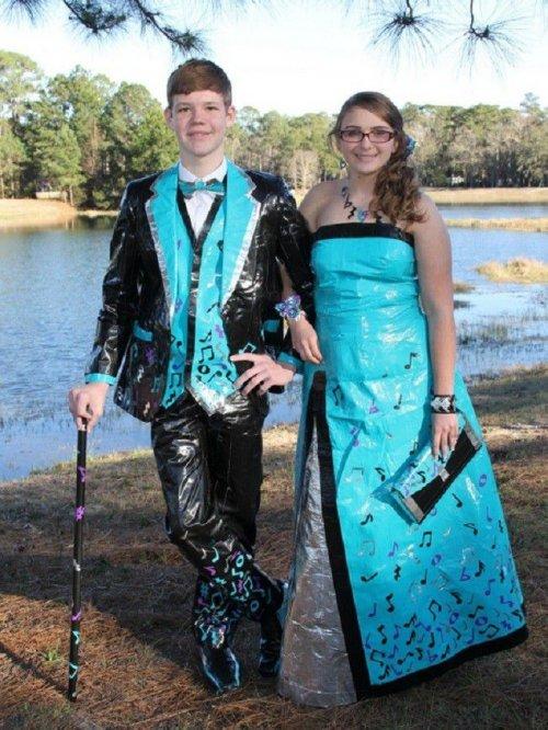 Конкурс на лучший выпускной костюм из клейкой ленты (14 фото)