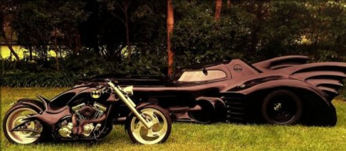Фанат Бэтмена построил собственный бэтмобиль (10 фото)