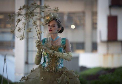 Модный показ нарядов из мусора в Бруклине (12 фото)