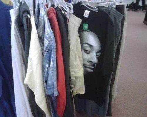 Самые смешные фотобомбы с футболками (24 шт)