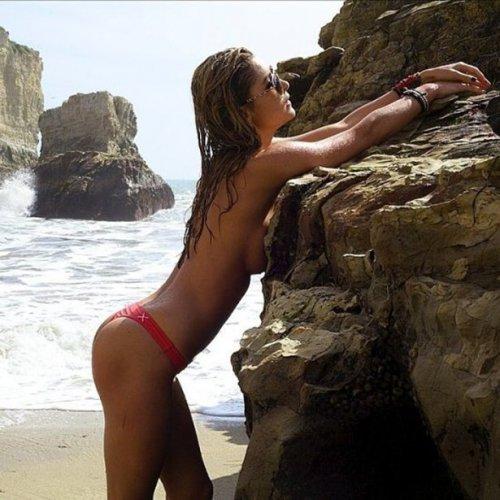 Сексуальные девушки в бикини (27 фото)