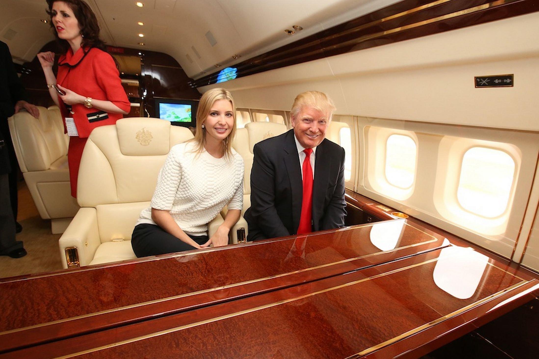 Картинки по запросу самолёт семьи трампа