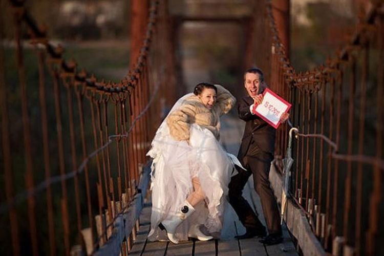 Woman wrecks wedding