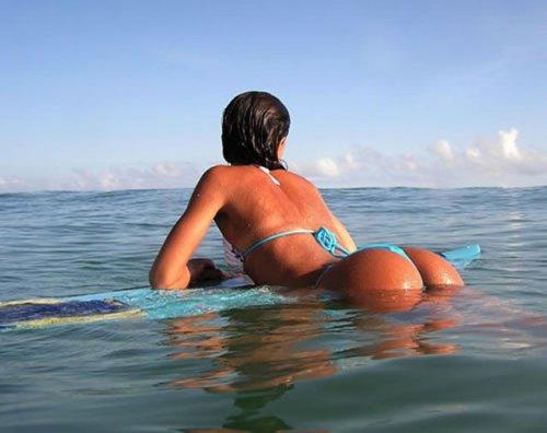 Симпатичные серфингистки (33 фото)