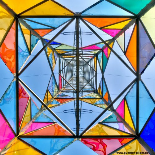 Студенты-художники превратили высоковольтную башню в арт-объект (7 фото)