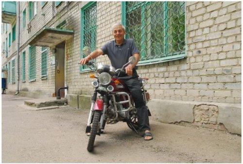 Балкон в качестве парковки для мотоцикла (5 фото)