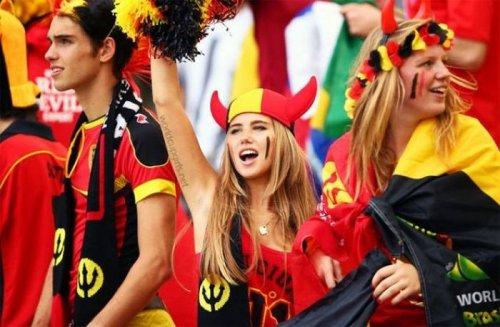 Великая сила Интернета: из футбольной фанатки – в профессиональные модели (20 фото)