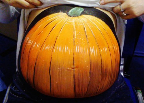Художница разрисовывает животики беременных женщин (24 фото)