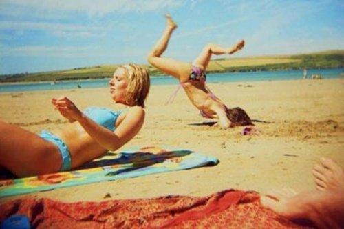 Пляжные будни в прикольных картинках (19 шт)