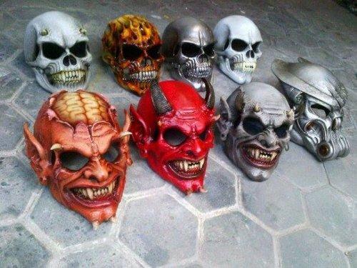 Байкерские шлемы в хоррор-стиле (29 фото)