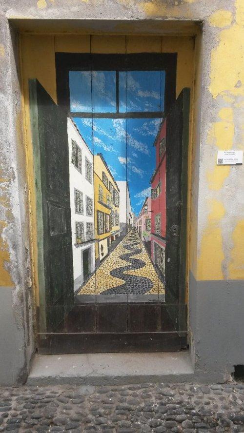Самые необычные и красивые двери мира (25 фото)