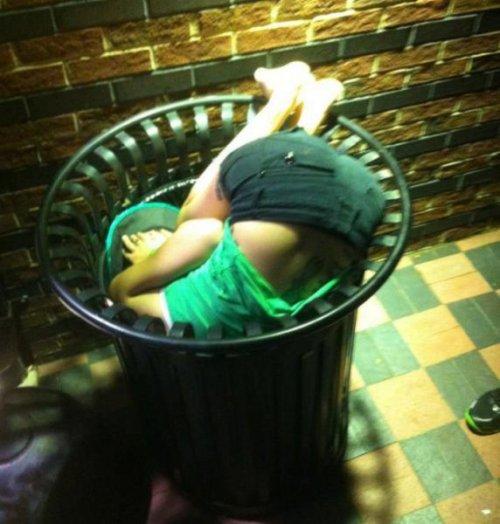 Пьяная в дрова девка 16 фотография