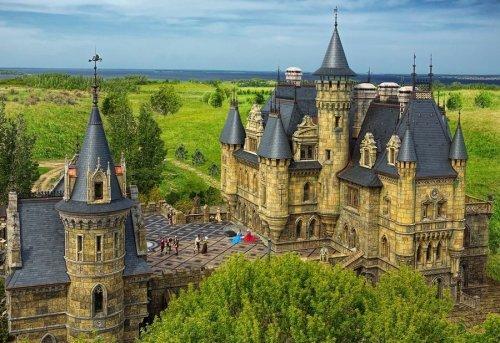 Замок Гарибальди - самый красивый готический замок в России