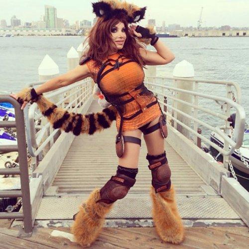 Сексуальные косплейщицы на Comic-Con 2014 (28 фото)