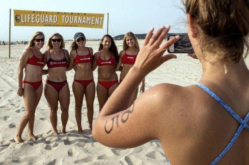 Ежегодный турнир среди женщин-спасателей прошёл в Сэнди Хук (12 фото)