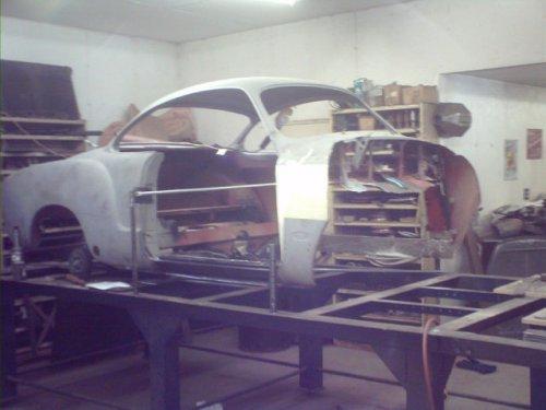 Потрясающее восстановление Volkswagen Karmann Ghia 1967 года (25 фото)