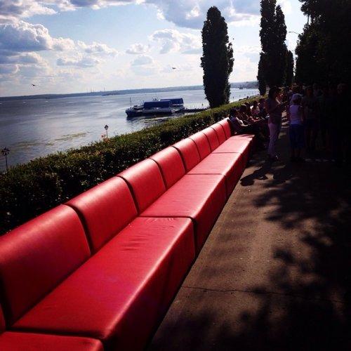 Самый большой диван Саратова попал в Книгу рекордов Гиннесса (10 фото + видео)