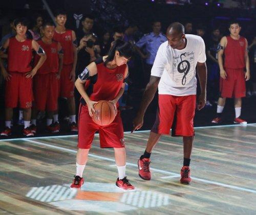 Интерактивная баскетбольная площадка NIKE LED (6 фото + видео)
