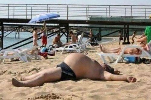 Пляжные будни в прикольных картинках (22 фото)
