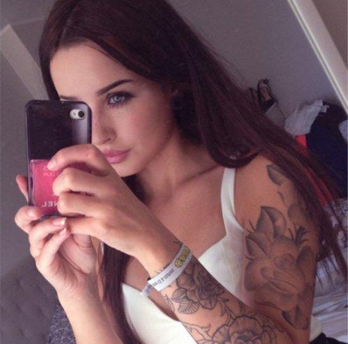Девушки с татуировками (26 фото)