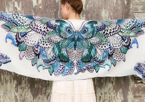Оригинальные платки-крылья от Розы Хамитовой (13 фото)