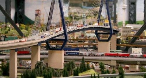 Крупнейший в мире железнодорожный макет Miniatur Wunderland (32 фото)