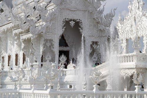 Белый храм в Таиланде (14 фото)