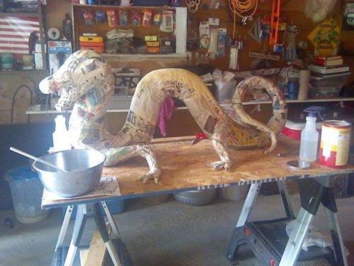 Потрясающая скульптура дракона из папье-маше (12 фото)
