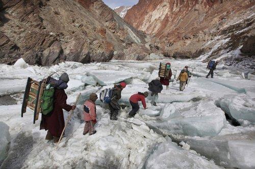 Топ-25 самых опасных и необычных путешествий в школу в мире