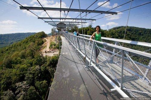 В Сочи построили самый длинный в мире пешеходный подвесной мост (11 фото)