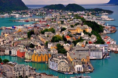 Топ-10 самых маленьких и самых богатых стран в мире