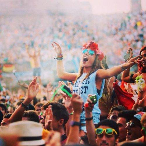 Девушки на фестивале Tomorrowland (26 фото)