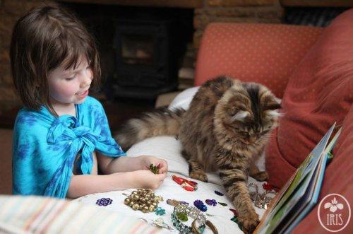 Задушевная дружба 5-летней девочки, страдающей аутизмом, и её терапевтической кошки (23 фото)