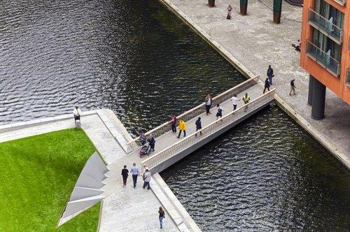 Новый подъёмный мост Лондона открывается и закрывается, как веер (6 фото)