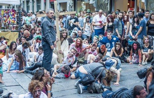 Зомби-шествие в Турине (13 фото)