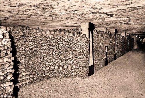 Топ-25 жутких фотографий парижских катакомб, самого крупного в мире некрополя