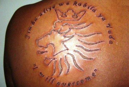 Татуировки, нанесённые методом шрамирования, которые не стоит себе делать (25 фото)